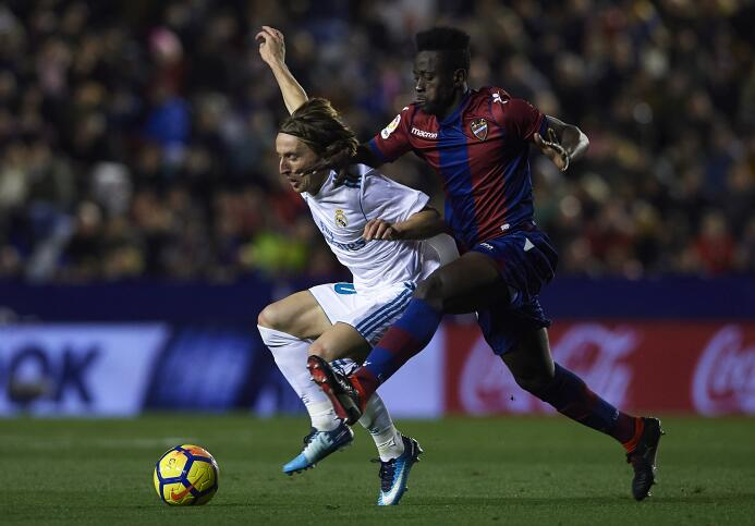 Emmanuel Boateng igualó al aprovechar un rechace del portero costarricen...
