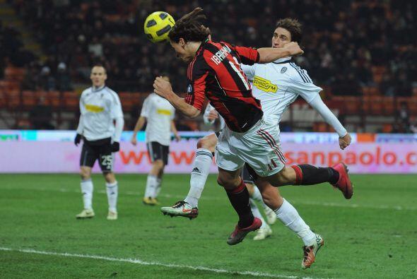 Zlatan Ibrahimovic estuvo cerca de abrir el marcador... pero fue otro qu...