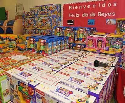 Tradición latina por excelencia. Cerca de 250 juguetes donados por una i...