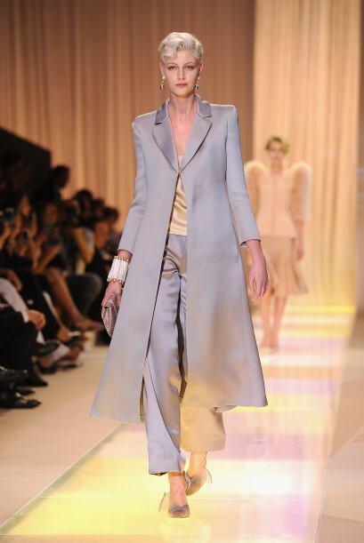 Giorgio Armani sabe perfectamente que los colores neutros como el blanco...
