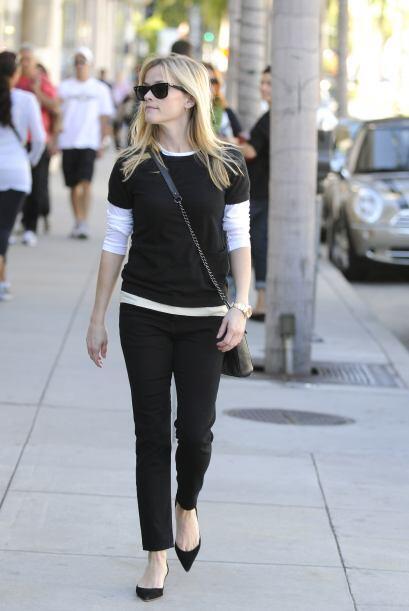 Reese Whiterspoon recurrió al yoga y meditación.