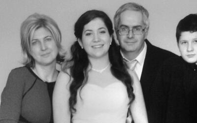 Enrique Garibay Ruiz con esposa e hijos.
