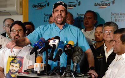 El líder opositor Henrique Capriles Radonski anunció su re...