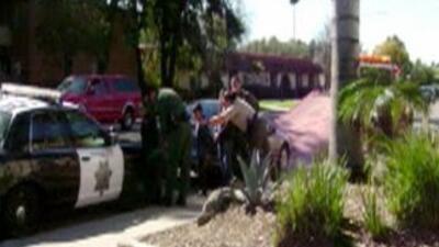En San Diego hay repudio por el caso de una familia que fue esposada, i...