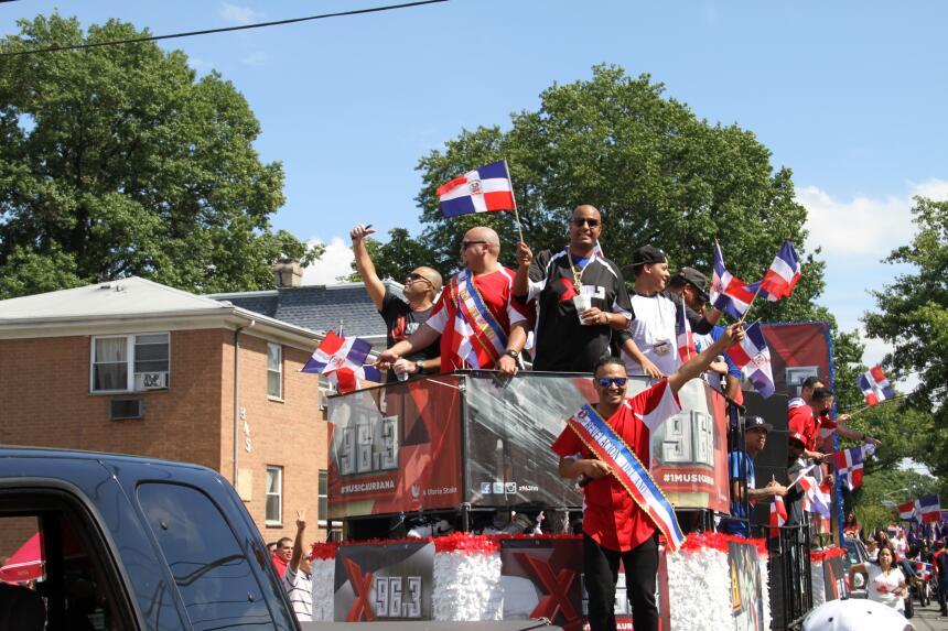 Celebra La X en el Desfile Dominicano en NJ IMG_1928.JPG