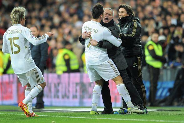 Ronaldo corrió a abrazarse con Mourinho, el hombre que le ha arropado al...
