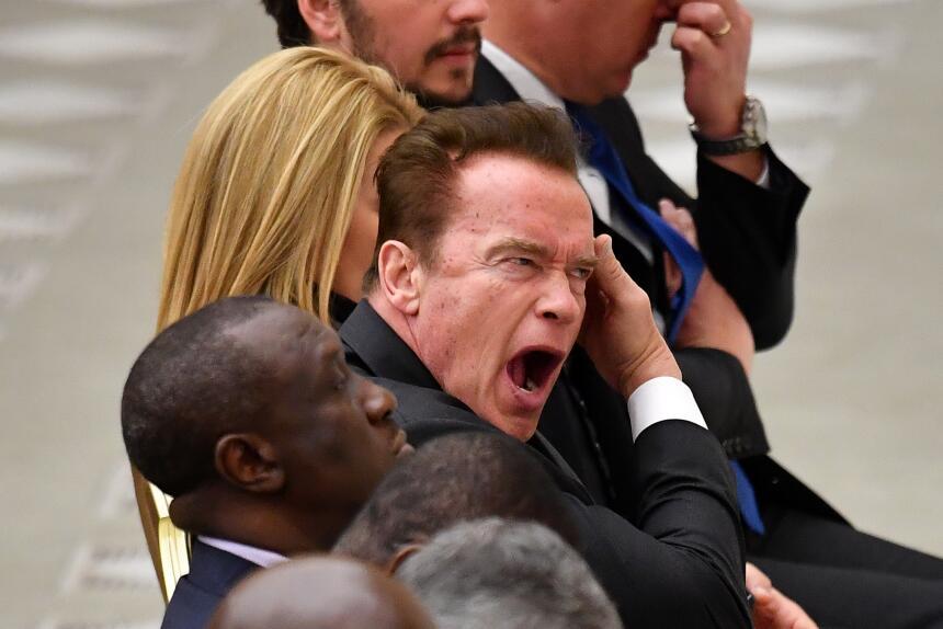 El exgobernador y actor Arnold Schwarzenegger tomó su lugar en el progra...