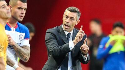 Pedro Caixinha destacó que su equipo buscó el triunfo a pesar de tener un hombre menos