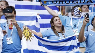 Las fanáticas uruguayas demostraron toda su pasión en el juego ante Arabia Saudita