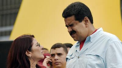 El presidente Nicolás Maduro junto a la primera dama de Venezuela, Cilia...