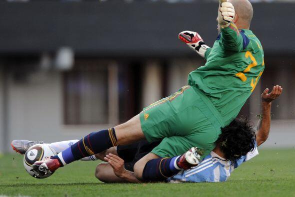 José Manuel Reina se patinó y el error dio lugar al tercer gol del equip...
