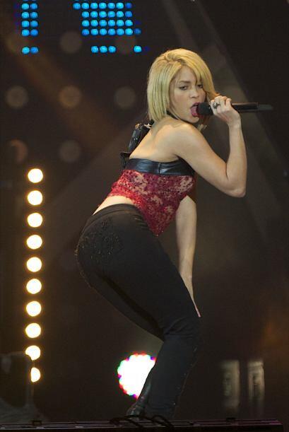 La cantautora no paró de bailarle a su público.