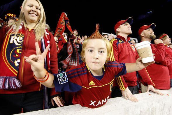 Por obvias razones los aficionados al club rojo estaban muy felices en l...