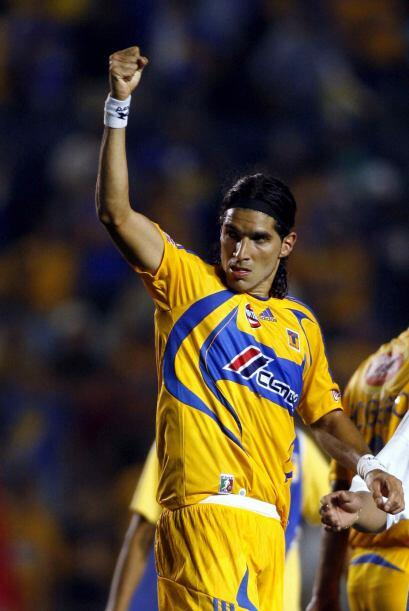 Sebastián Abreu, el goleador uruguayo hizo siete dianas, el canterano Em...