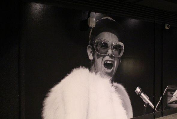 Fotografías clasicas de cantantes que han pisado el Forum decoran las pa...