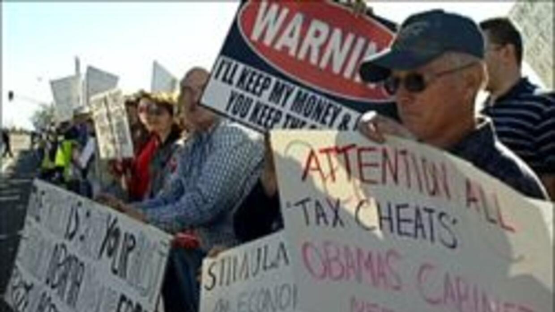 Protestantes en contra del plan de estimulo