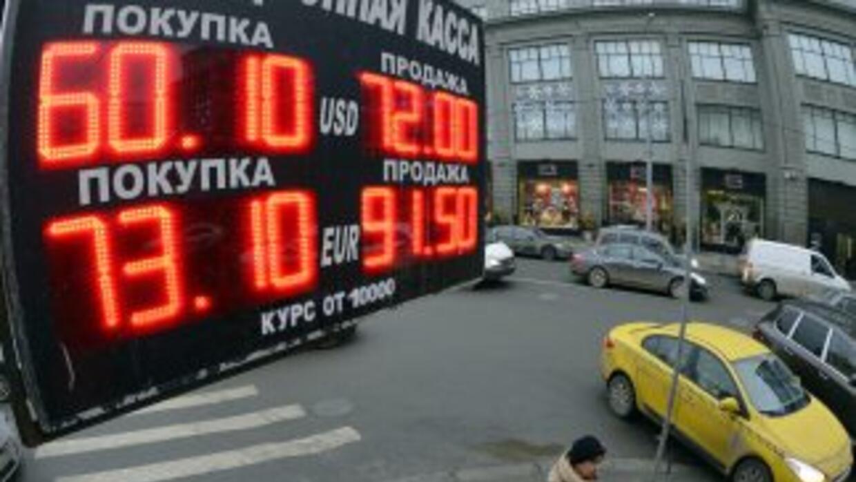 Tan solo esta semana, el rublo ha perdido más del 20 por ciento, pese a...