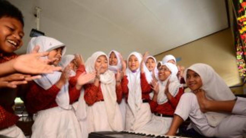 Getun Tri Aena tiene 11 años y sueña con ser músico y está aprendiendo a...