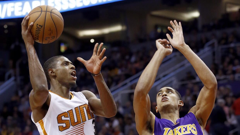 Los Suns arrollaron el lunes 120-101 a los Lakers.