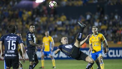 Pumas y Tigres dejan emparejada la serie en la ida de la Liga de Campeones