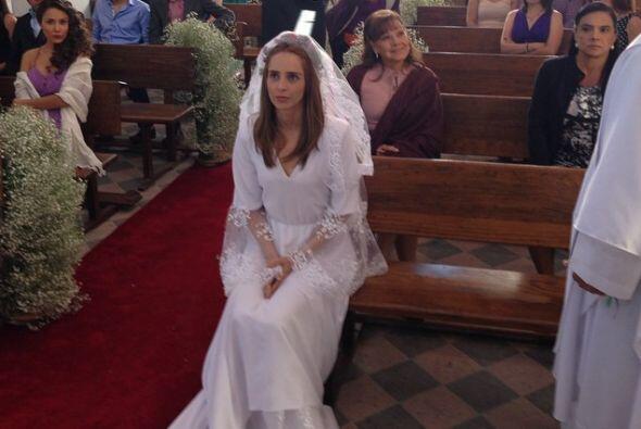 De blanco y en el altar aunque no quiera.