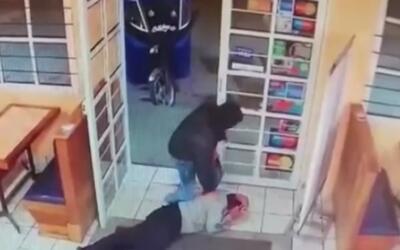 A punta de pistola, cuatro ladrones siembran el terror en un restaurante...