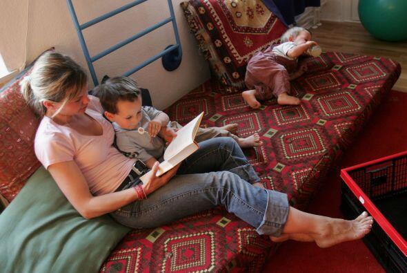 ESCOGE LIBROS APROPIADOS - A los niños pequeños les encantan los libros...