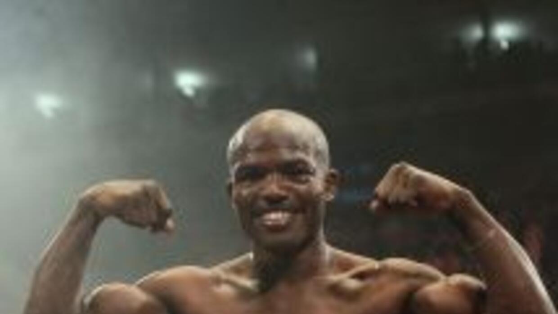 Timothy Bradley ganó después de que la pelea fue detenida por un cabezaz...