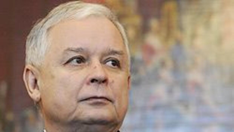 El presidente pocalo Lech Kaczynski murió en un accidente aéreo en Rusia...