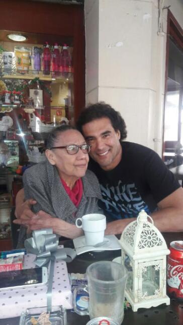 Eduardo Yáñez y su mamá.