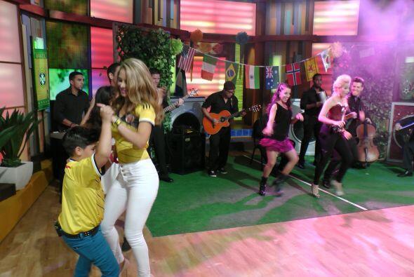 Ximena no perdió la oportunidad de bailar con nuestros pequeñines y demo...