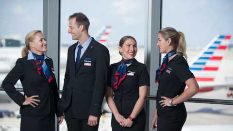Polémica por uniformes de American Airlines