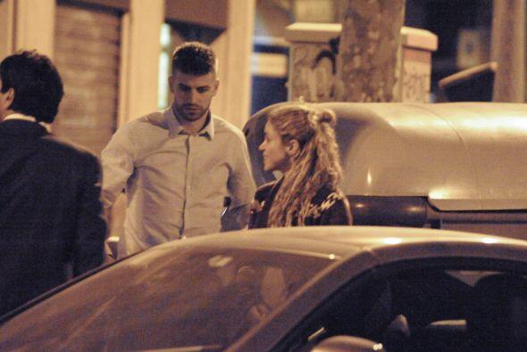 Pudimos darnos cuenta que Piqué es todo un caballero con su novia.