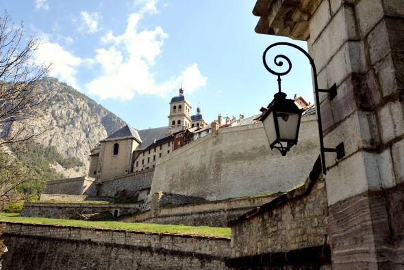 La ciudad de Embrun enmarcó con su belleza esta etapa.