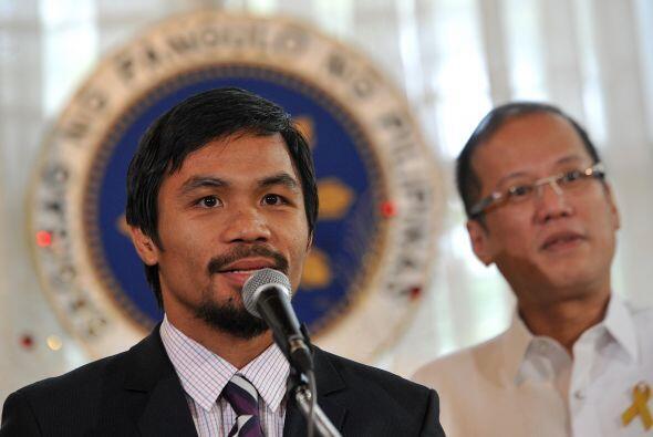 Luego fue recibido por el presidente filipino y asumió por un momento su...