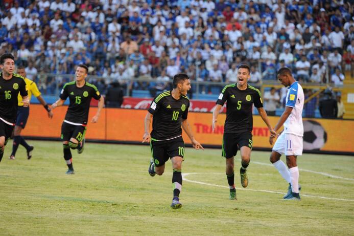 México paró de sufrir en Concacaf con estas 13 alineaciones 2HondurasA.jpg