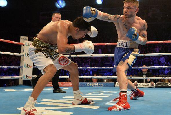 La tónica de la pelea fue el intercambio de metralla, el monarca siempre...