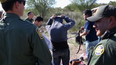 Inmigrantes indocumentados en la frontera EEUU-México