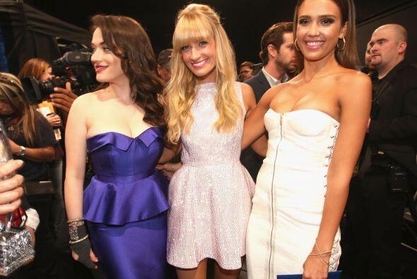 Kat Dennings, Beth Behrs y Jessica Alba.