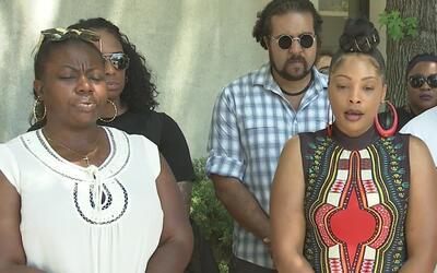 Activistas de 'Black Lives Matter' protestaron en las oficinas del algua...