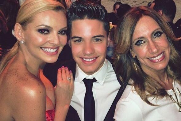 """""""Con mis #Gueras favoritas!! @liliestefan y @marjodsousa en los #50masbe..."""