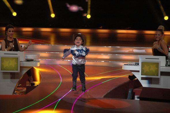 """El pequeño Rogelio obtuvo una calificación perfecta al cantar """"Quiero qu..."""