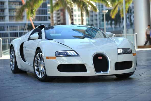 Su último capricho: el Bugatti Veyron, el auto más veloz del mundo que e...
