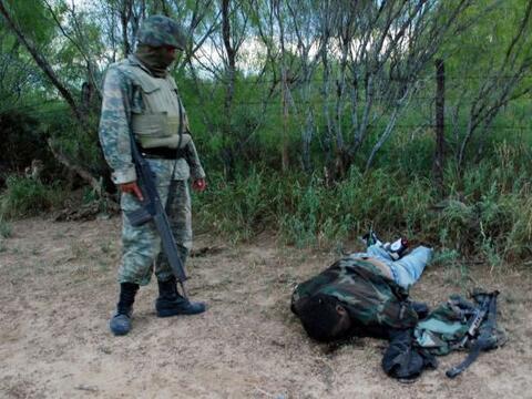 Los soldados mexicanos mataron a por lo menos 30 supuestos miembros de u...