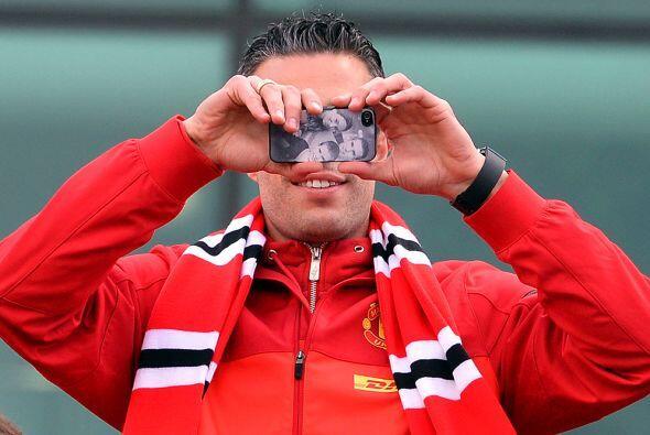 Por ello, se le veía sacando fotos de cada aficionado a su alrededor. Se...