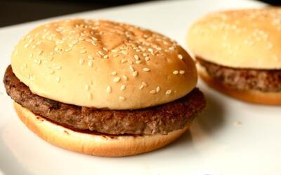 Por qué no se pudren las hamburguesas del McDonald's con el paso del tiempo