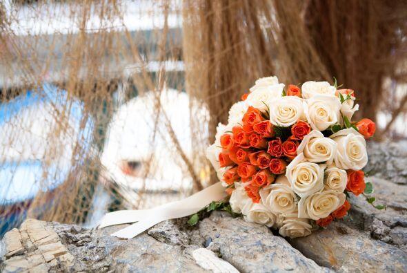 El ramo debe ser sencillo, con flores que soporten la temperatura (en ca...