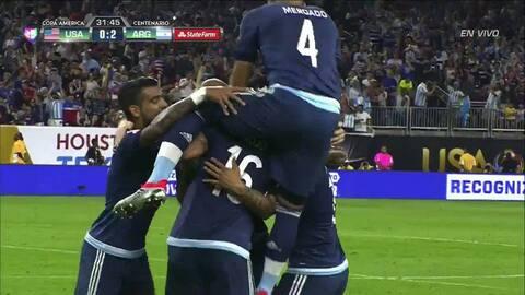 Goool!!! Lanzamiento magistral de tiro libre de Lionel Andrés Messi que...