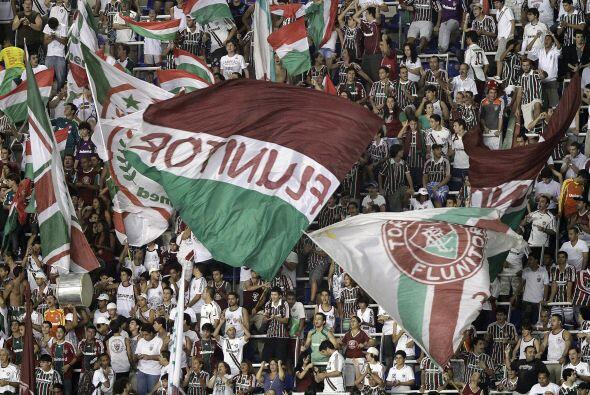 Fluminense tambalea en la copa pero sus hinchas siguen apoyando al equip...
