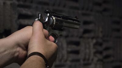 ¿Cuál es la mejor manera de proteger a los niños en un hogar con armas?